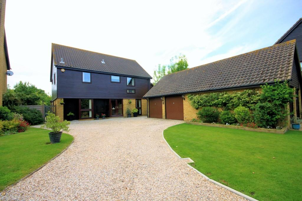4 Bedrooms Detached House for sale in Chedington, Shoeburyness