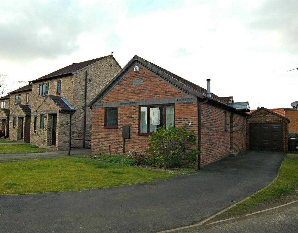 2 Bedrooms Detached Bungalow for sale in 6 Turner Close, Market Weighton
