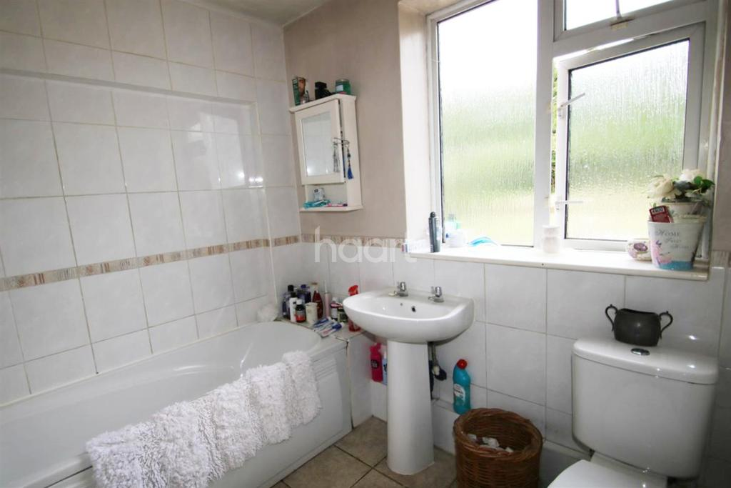 2 Bedrooms Maisonette Flat for sale in Blackthorn Crescent