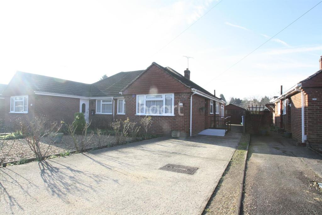 2 Bedrooms Bungalow for sale in West Heath