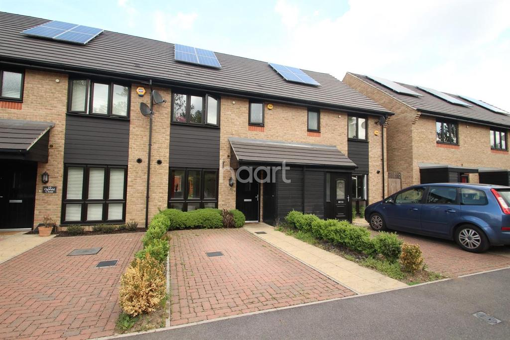 3 Bedrooms Semi Detached House for sale in Oswald Close, Hornchurch