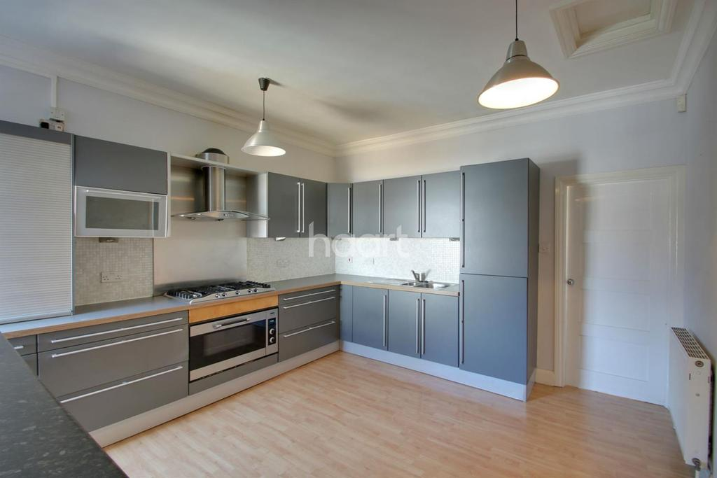 2 Bedrooms Flat for sale in Southend-on-sea