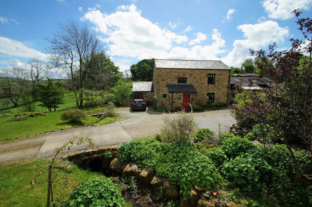 3 Bedrooms Detached House for sale in Li'le Foss, Countersett, Hawes, DL8 3DD