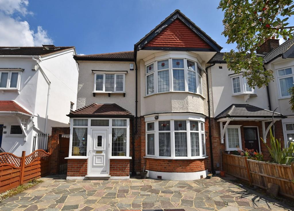 3 Bedrooms End Of Terrace House for sale in Warren Road, Wanstead