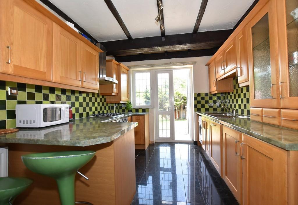 3 Bedrooms End Of Terrace House for sale in Warren Road, Wanstead