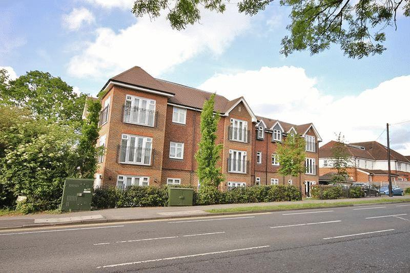 2 Bedrooms Apartment Flat for sale in Limpsfield Road, Warlingham