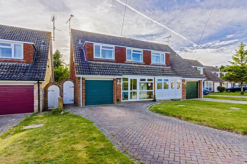 3 Bedrooms Semi Detached House for sale in Loddon Close, Worthing