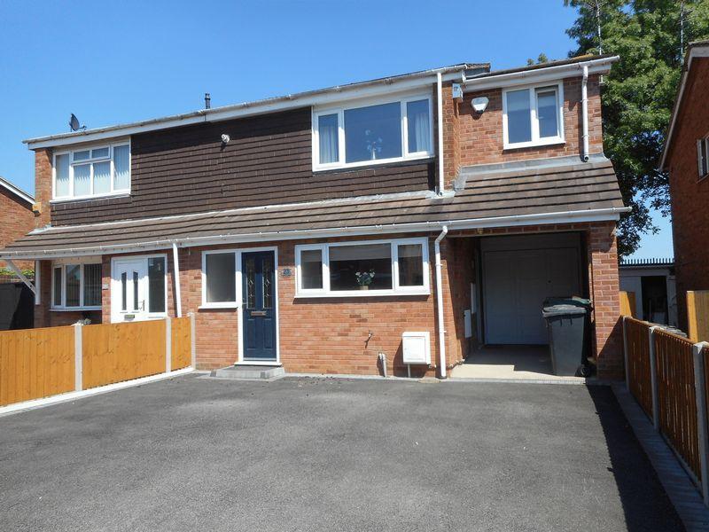 4 Bedrooms Semi Detached House for sale in Ashdown Drive, Nuneaton