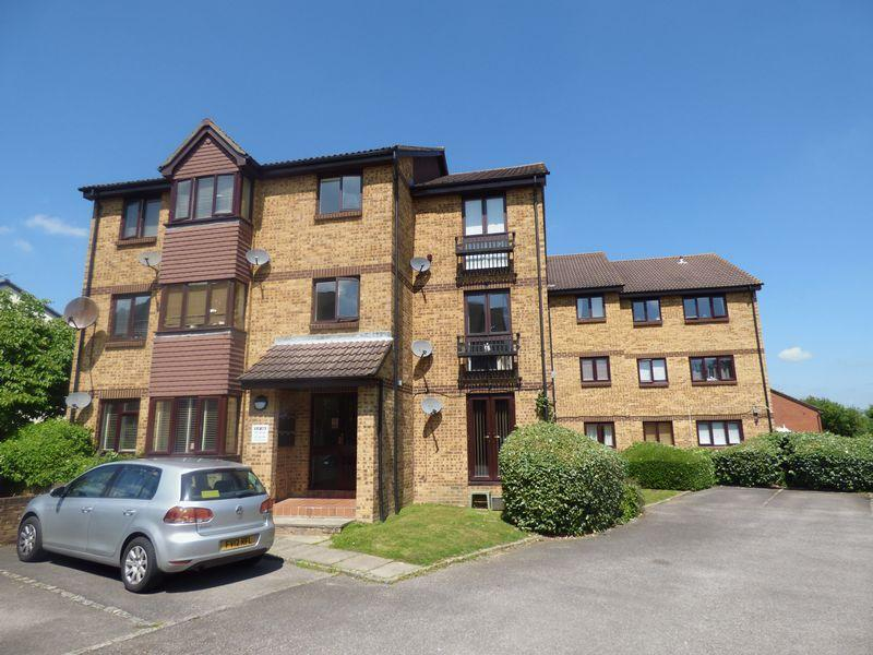 2 Bedrooms Apartment Flat for sale in Longacre Road, Ashford