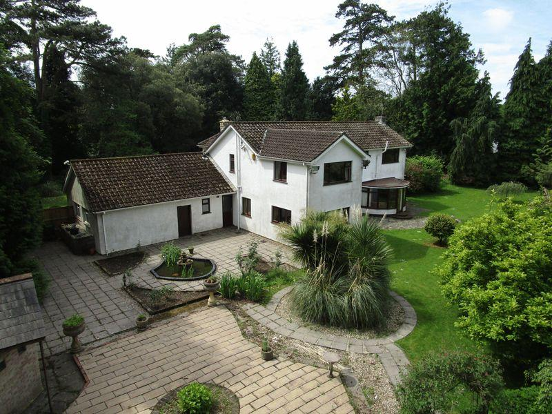 5 Bedrooms Detached House for sale in Woodlands, Bonvilston, Vale of Glamorgan CF5 6TR