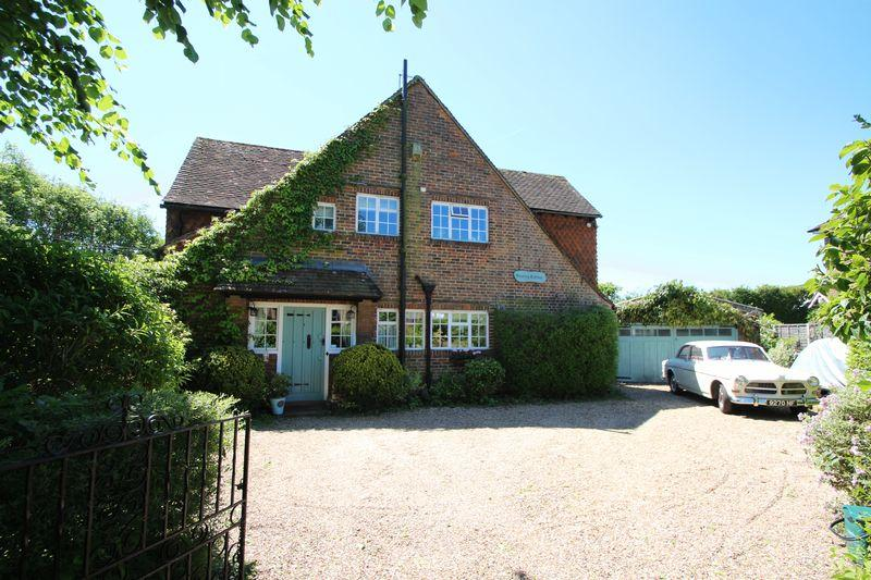 4 Bedrooms Detached House for sale in St Nicolas Avenue, Cranleigh