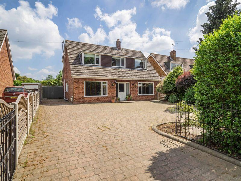 4 Bedrooms Detached Bungalow for sale in Holt Road, Horsford, Norwich