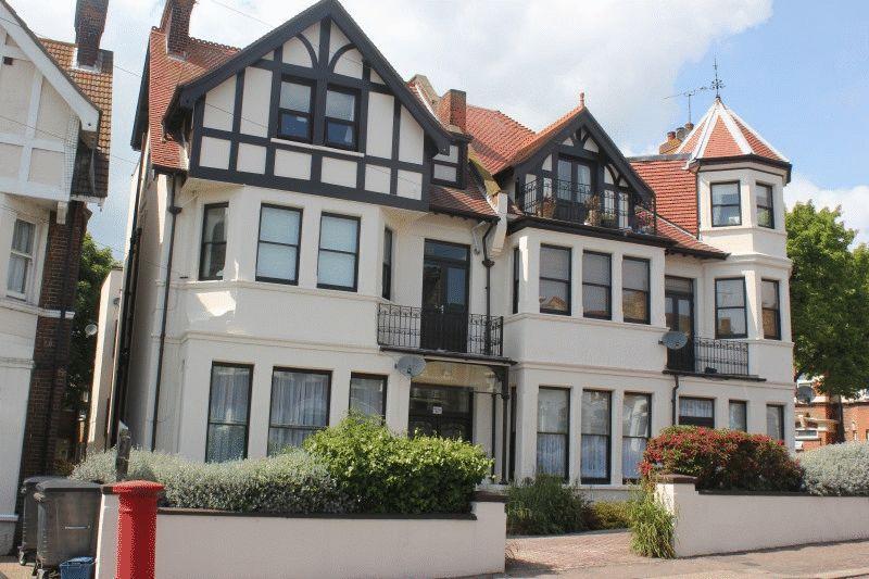 2 Bedrooms Flat for sale in Westcliff Avenue, Westcliff-On-Sea