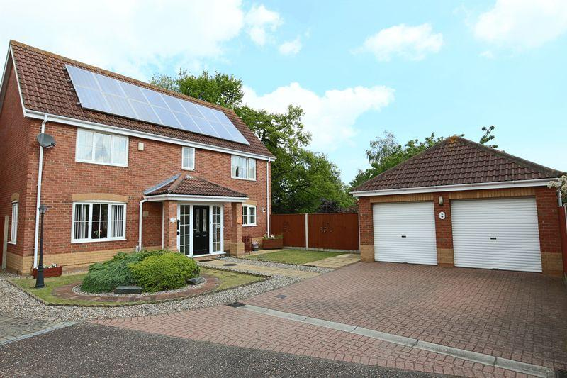 4 Bedrooms Detached House for sale in Quinnell Way, Lowestoft