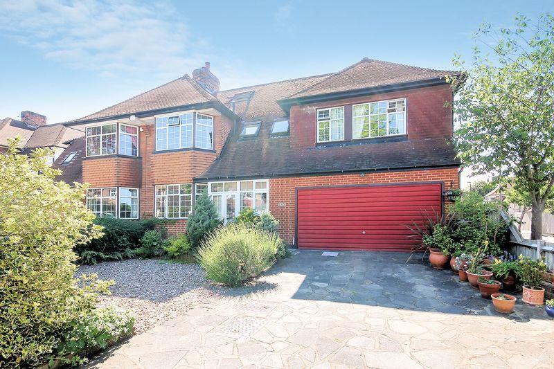 6 Bedrooms Semi Detached House for sale in Heathway, Shirley