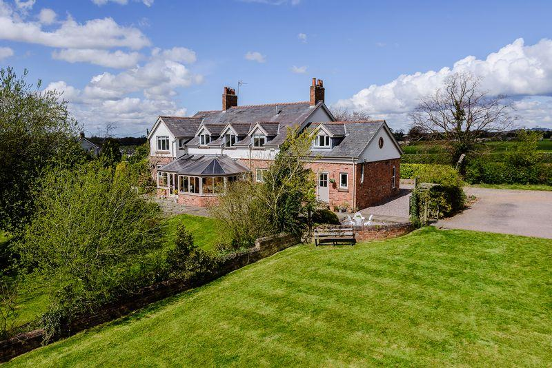 6 Bedrooms Detached House for sale in Huxley Lane, Nr. Tarporley