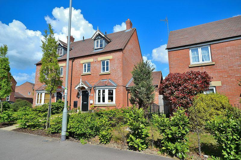 4 Bedrooms Semi Detached House for sale in Kestrel Way, Leighton Buzzard