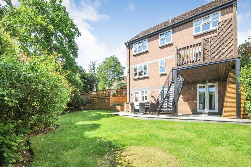 5 Bedrooms Detached House for sale in The Cloisters, Ampthill