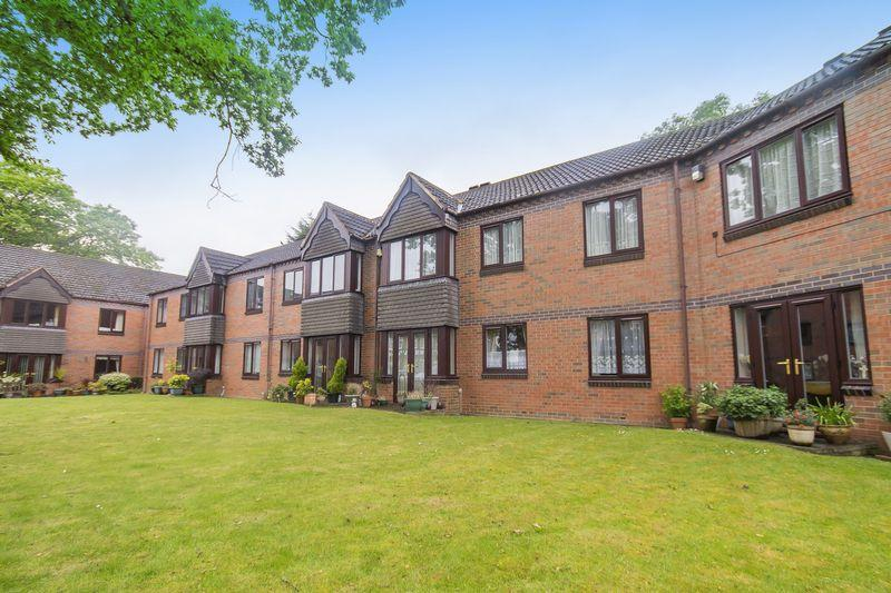 2 Bedrooms Apartment Flat for sale in Queen Court