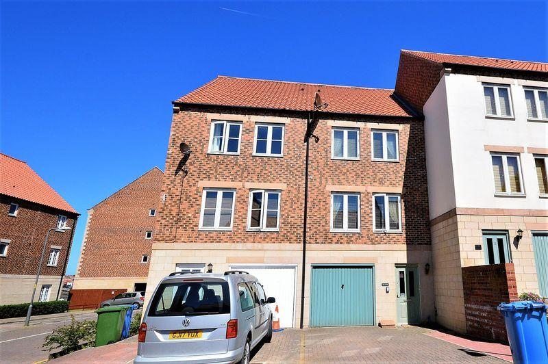 4 Bedrooms Town House for sale in Whitehall Landing, Whitby