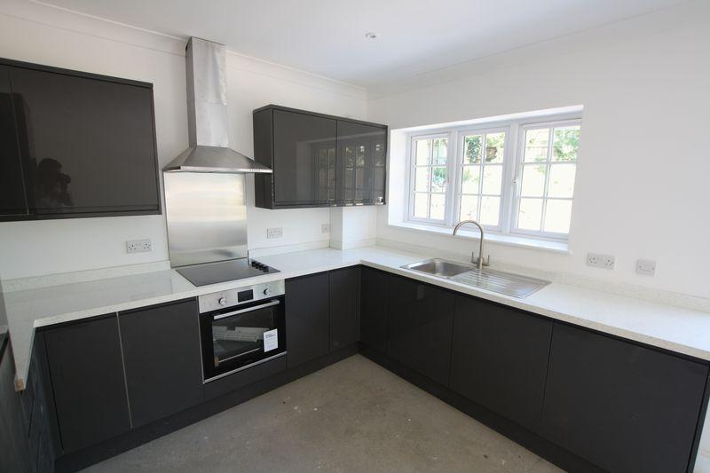 3 Bedrooms Terraced House for sale in Ross Way, Eltham SE9