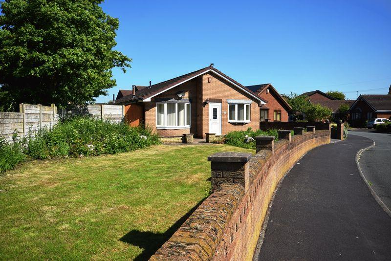 3 Bedrooms Detached Bungalow for sale in Humber Close, Widnes
