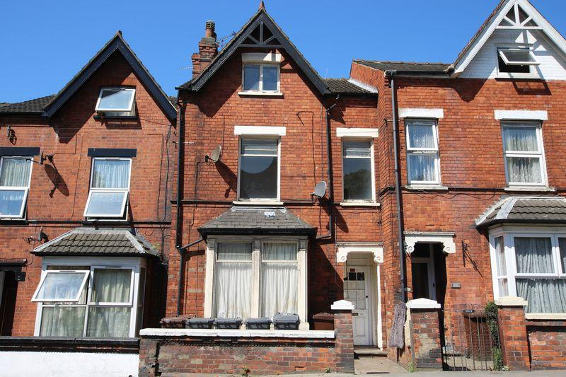 4 Bedrooms Terraced House for sale in 98 Yarborough Road, Lincoln