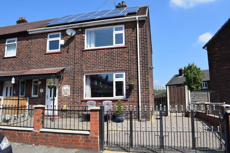 3 Bedrooms Semi Detached House for sale in Yew Street, Heywood