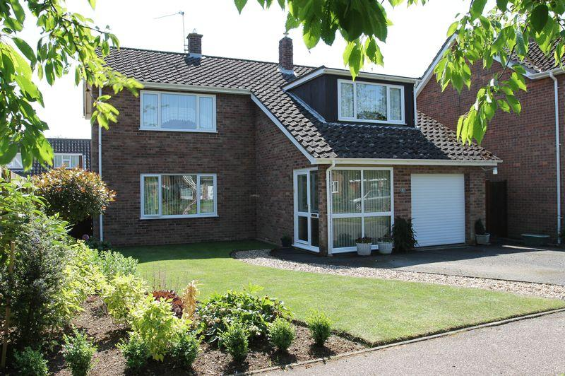 4 Bedrooms Detached House for sale in Aspen Close, Great Barton