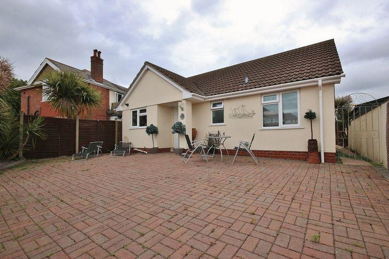 2 Bedrooms Bungalow for sale in Clingan Road, Boscombe East