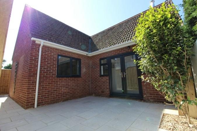 2 Bedrooms Detached House for sale in Gladstone Road , Parkstone