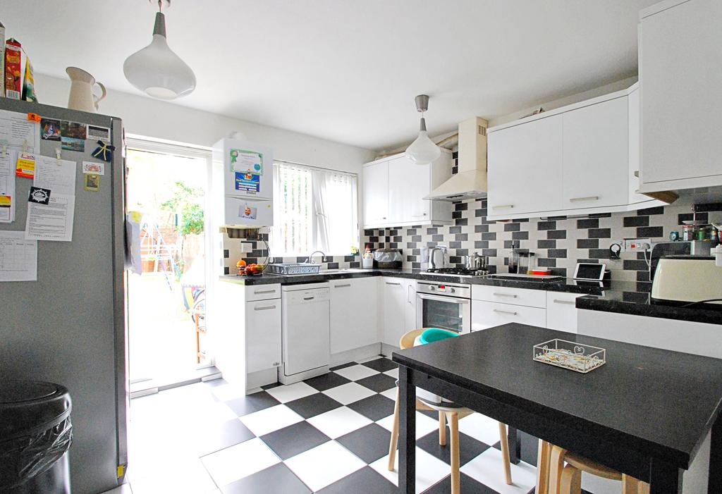 2 Bedrooms House for sale in Henley Drive, Bermondsey, London