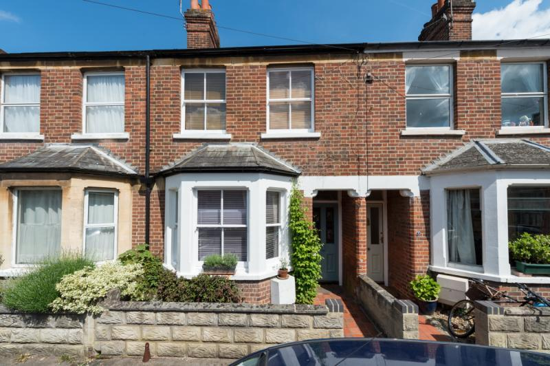 3 Bedrooms Terraced House for sale in Chilswell Road, Grandpont, Oxford