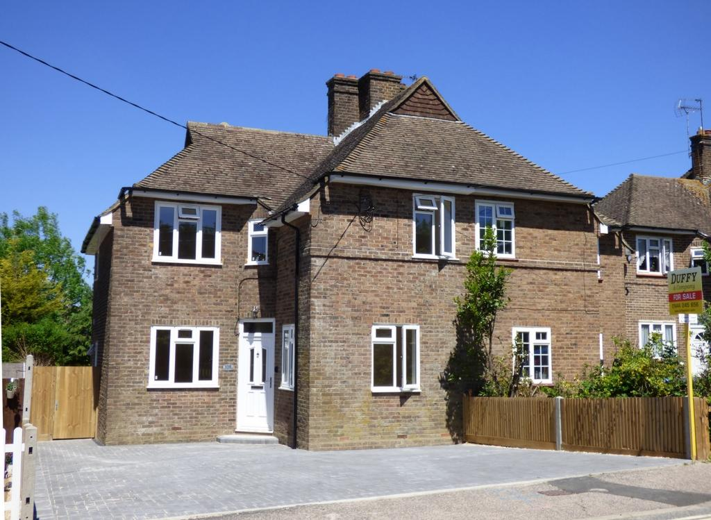 4 Bedrooms House for sale in West Street, Burgess Hill, RH15