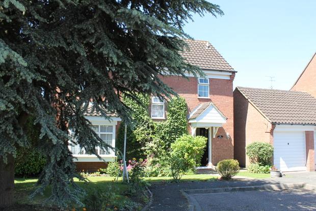 4 Bedrooms Detached House for sale in Cromer Way, Luton, LU2