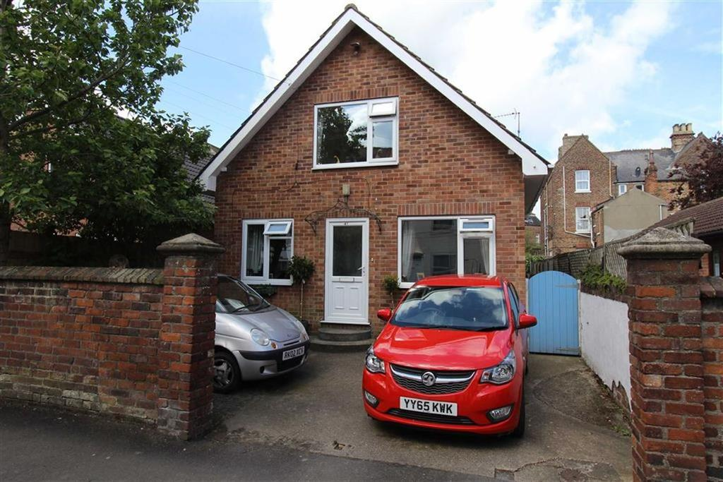 3 Bedrooms Detached Bungalow for sale in North Street, Bridlington, East Yorkshire, YO15