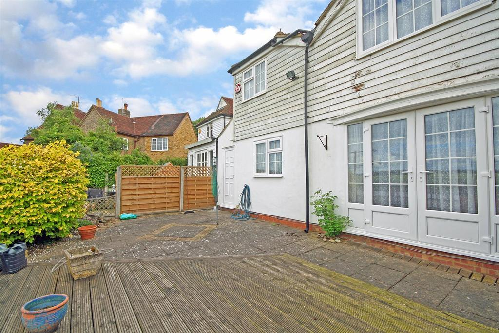 3 Bedrooms Semi Detached House for sale in Cambridge Road, Thundridge