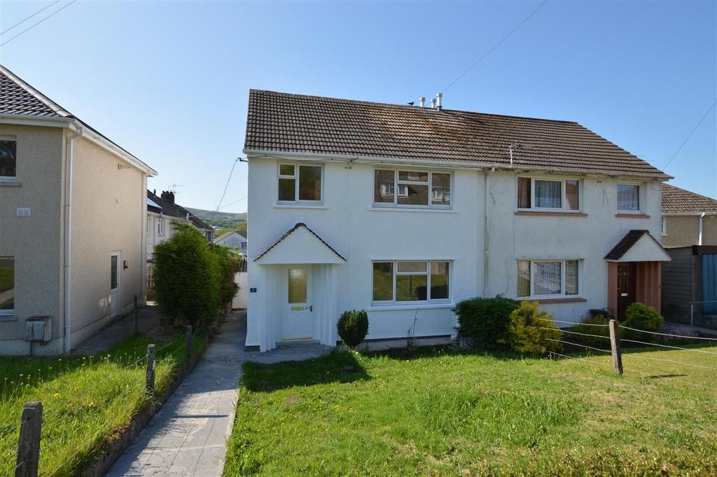 3 Bedrooms Semi Detached House for sale in Maesyglyn, Glanamman, Ammanford