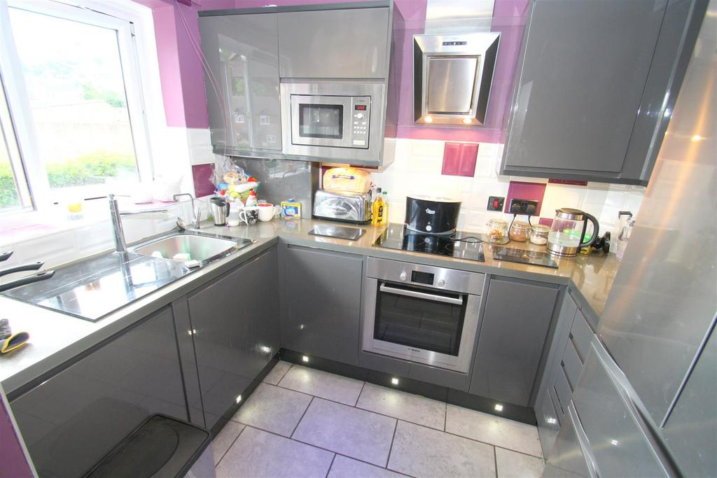2 Bedrooms End Of Terrace House for sale in Lockswood, Maidstone