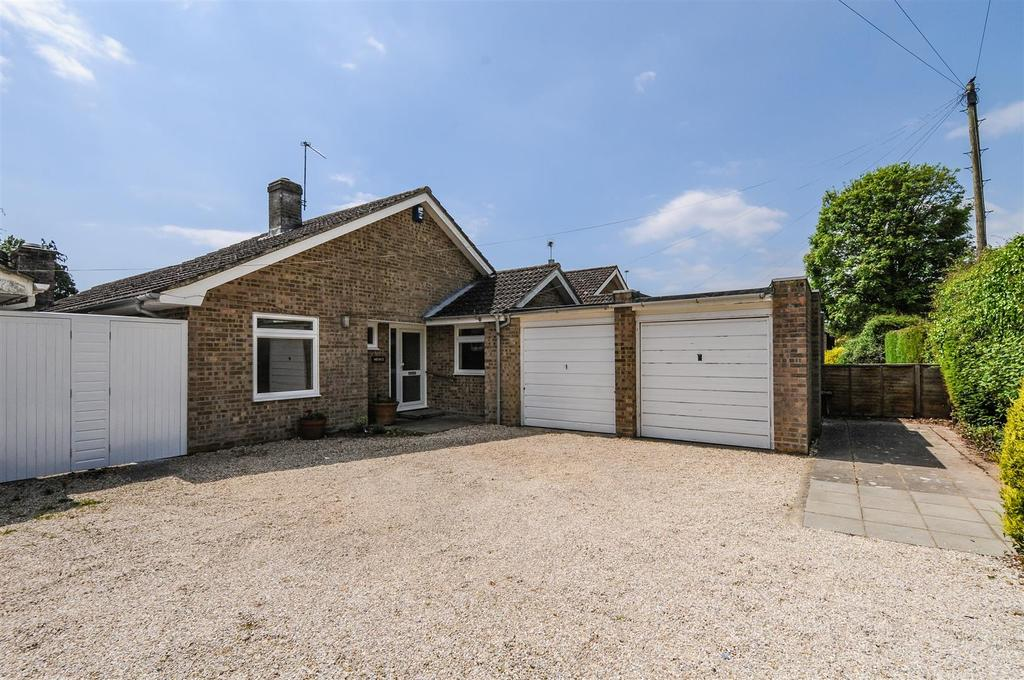 3 Bedrooms Detached Bungalow for sale in Malcolm Road, Tangmere, Chichester