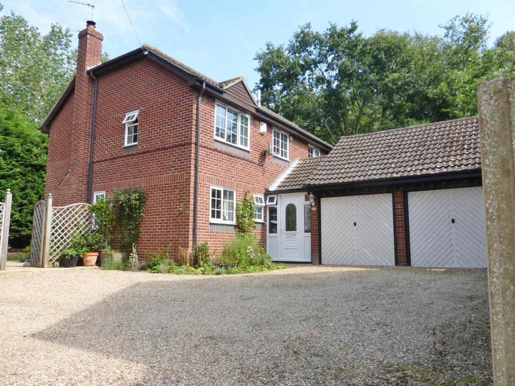 4 Bedrooms Detached House for sale in Conifer Close, Alresford CO7