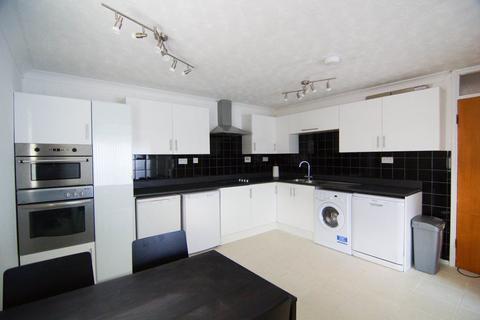4 bedroom flat to rent - Roxby Court