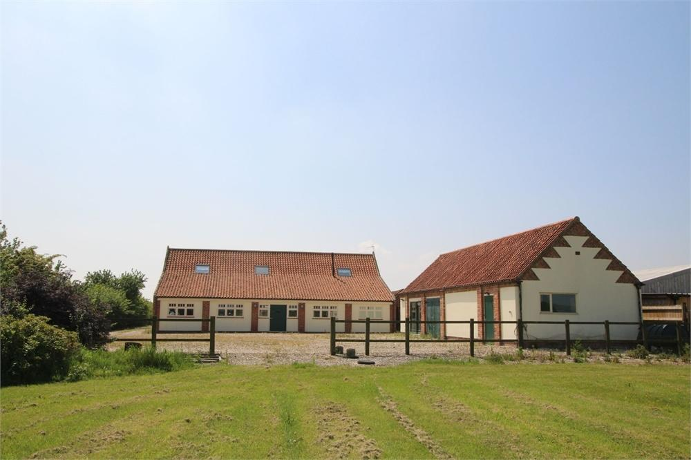4 Bedrooms Barn Conversion Character Property for sale in Haylands Barn, Hooks Lane, Thorngumbald, East Yorkshire