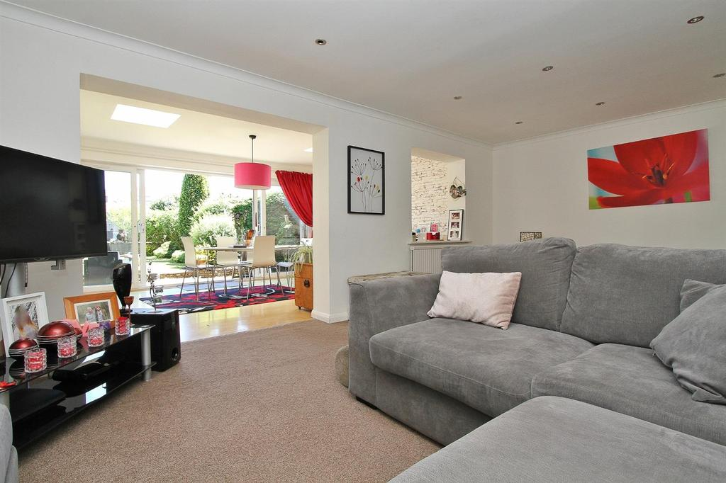 4 Bedrooms Semi Detached House for sale in Warren Avenue, Woodingdean