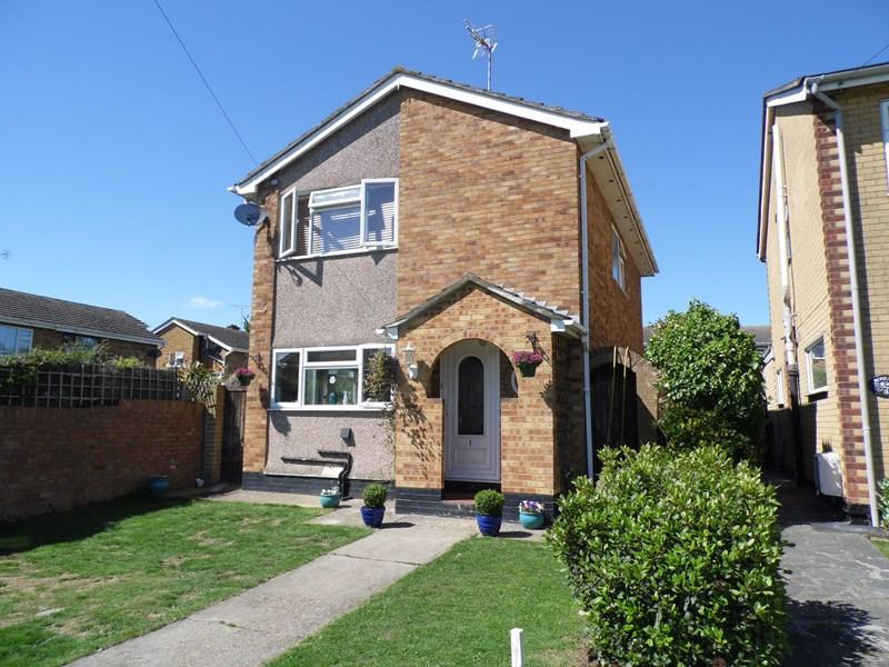 4 Bedrooms Detached House for sale in Chase End, Rayleigh