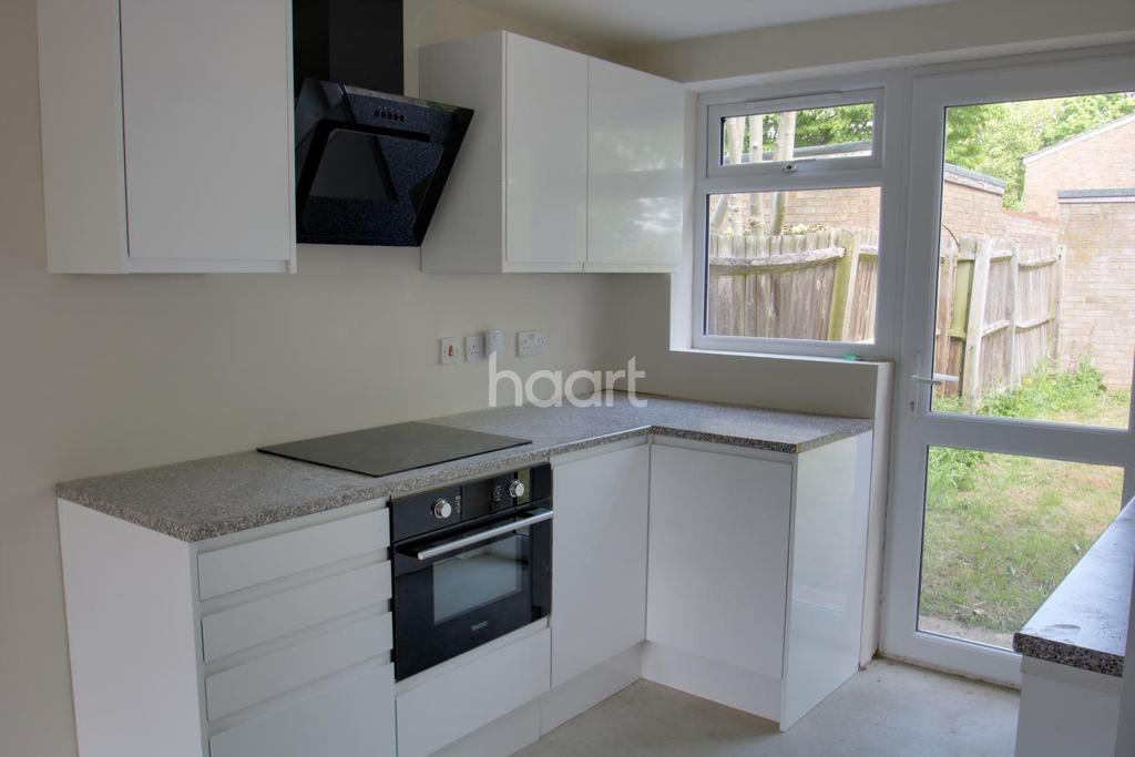 2 Bedrooms Maisonette Flat for sale in Chester Road, St Nicholas, Stevenage