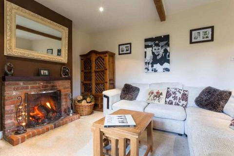 3 bedroom semi-detached house to rent - Laurel Cottage, Wishanger Lane