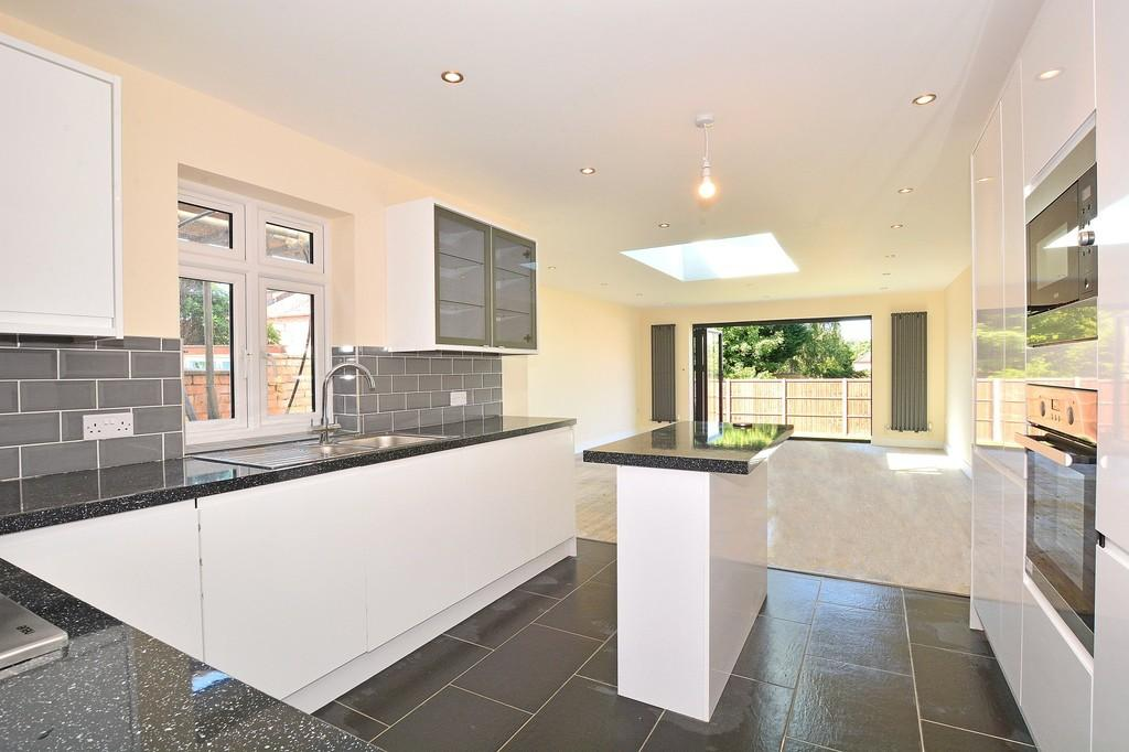 3 Bedrooms Detached House for sale in Manor Road, Guildford