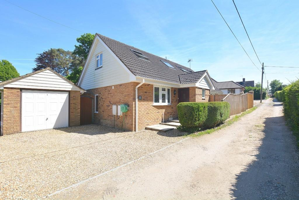 5 Bedrooms Chalet House for sale in Marianne Road, Wimborne