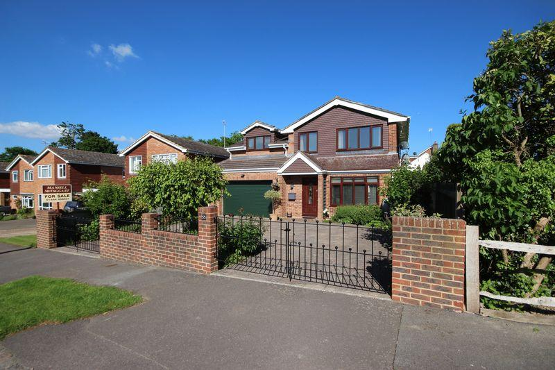 5 Bedrooms Detached House for sale in Downsview Drive, Wivelsfield Green